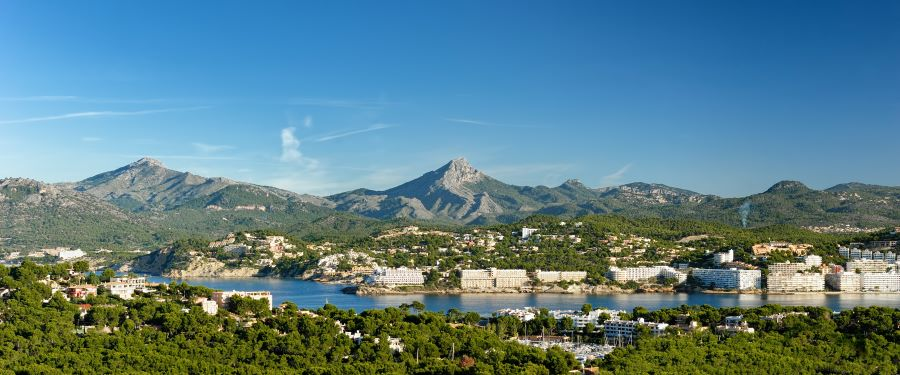 Blick-über-Santa-Ponsa Mallorca: Lieblingsinsel vieler Promis