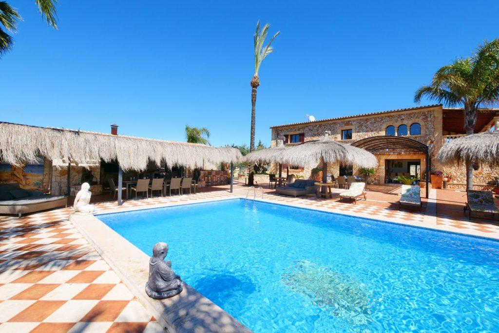 DR2EXTERIOR-2-1024x683 Unsere außergewöhnlichsten Ferienimmobilien auf Mallorca