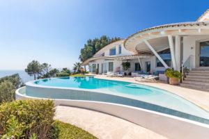 Haus-mit-Meerblick-1-300x200 50% Kurspotenzial: Ferienimmobilien-Aktie überzeugt Analysten