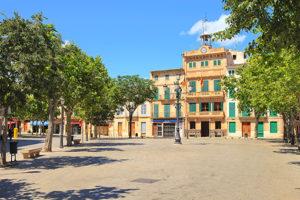 KL_Llucmajor_ayuntamiento-300x200 Entdecken Sie Mallorcas Süden!