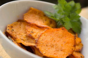 Suesskartoffel-chips-300x200 Die Süßkartoffel - Lebensmittel des Monats auf Mallorca