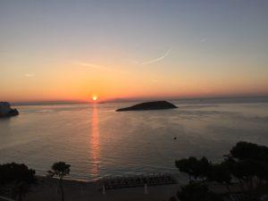 sonnenaufgang-mallorca-300x225 Marktstudie Immobilien Balearen 2018 - Schnäppchen auf Menorca, große Auswahl auf Mallorca und Luxus pur auf Ibiza