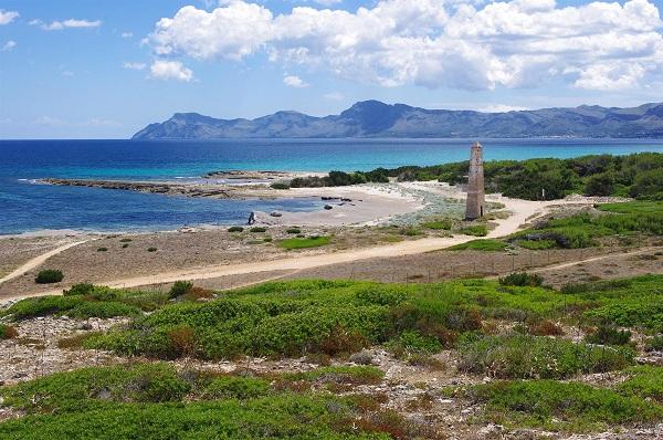 Das Strandrestaurant El Sol am Sandstrand Son Serra de Marina im Nordosten, hat einen legendären Ruf auf Mallorca.